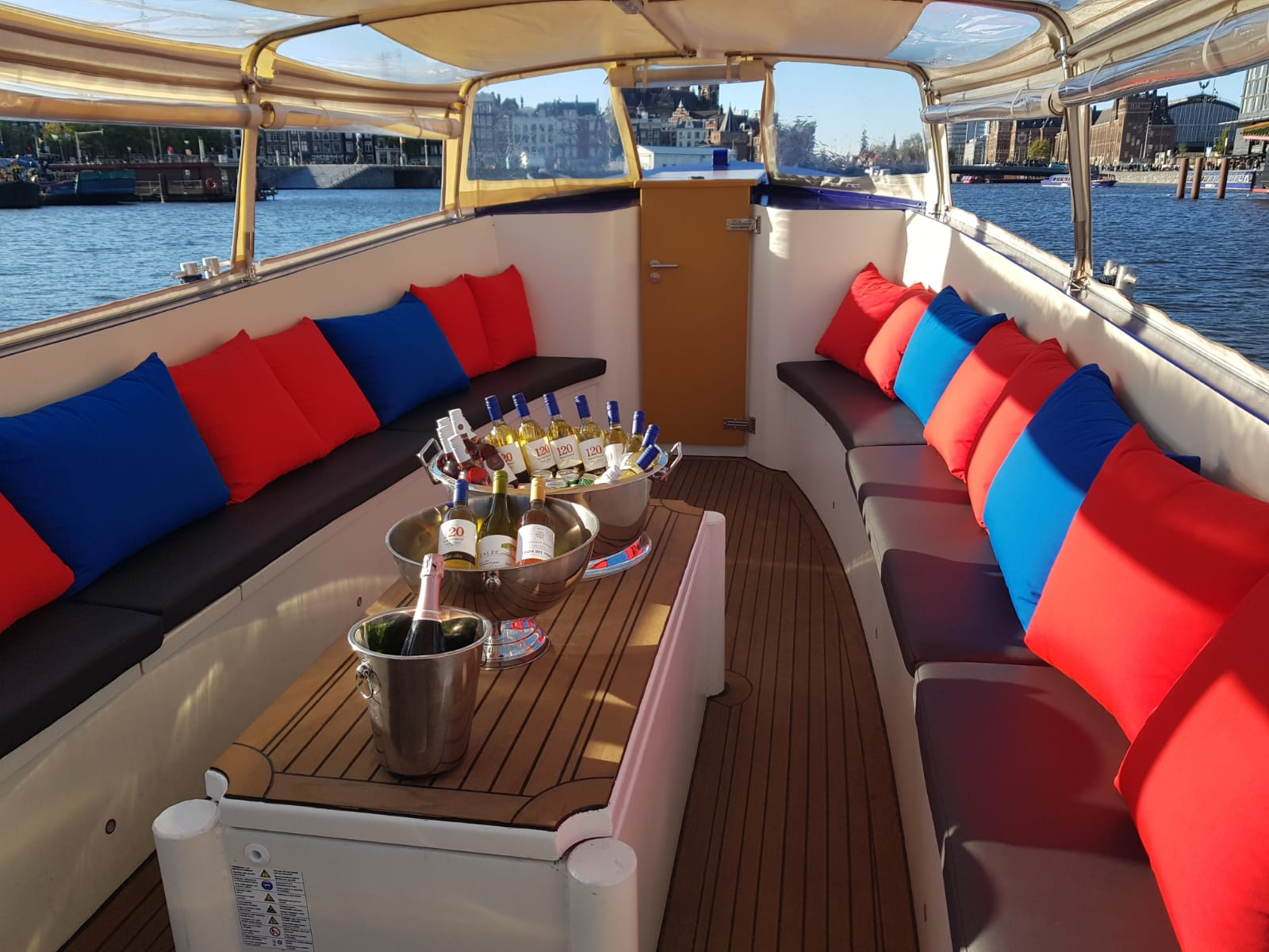 Unlimited drinks on Amsterdam boat